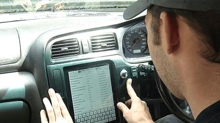 中控不是触摸屏不高端? 老外用iPad改装, 打游戏看电影无所不能!