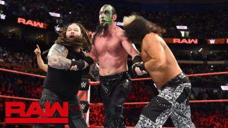 【RAW 04/23】麦特-哈迪为对手漂亮的侧手翻 带领观众一起鼓掌欢呼