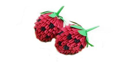 用这种方式折个小草莓, 只需2分钟就可以, 体验三角插折纸的魅力
