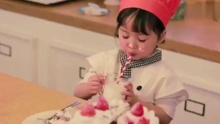 5岁的权律二第一次做草莓蛋糕 好可爱!