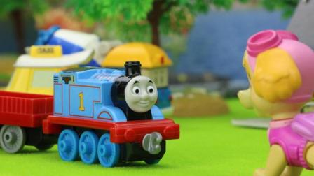 托马斯小火车帮助汪汪队找恐龙