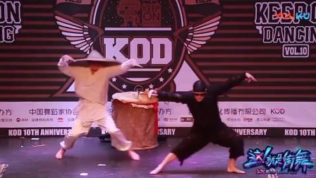 《街舞秀》杨建震撼迷幻蛇舞, 嗨翻全场! 连队长都惊讶了, 酷炸啦!