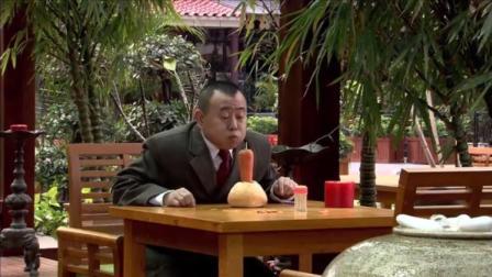 看见别人吃生日蛋糕,潘长江嘴馋,灵机一动自己做了一个!