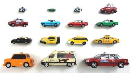 不同类型的货车载着彩色积木小车