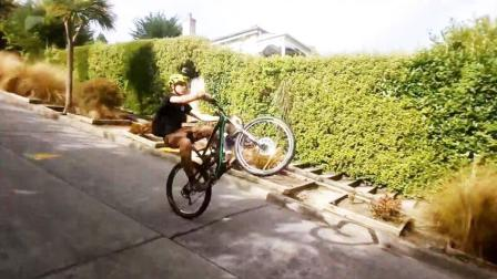 自行车大神单轮速降俯冲 城市街道骑行回头率100%