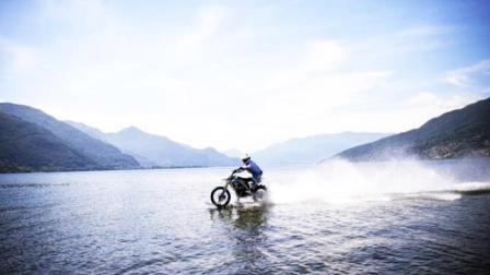 摩托车水上漂穿越湖面 大神狂飙5公里抵达对岸