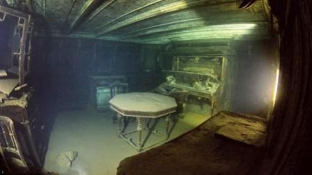 潜水大神探秘百年沉船 内部设施清晰可见