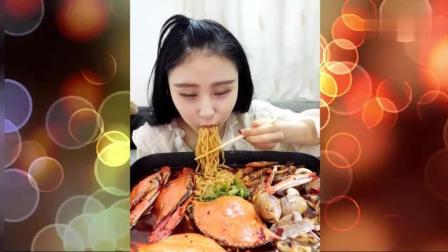 海鲜一锅烩, 哈哈, 若干蛏子, 三种贝类, 虾, 还有像蜗牛的那个玩意