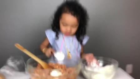 泡面卷小女孩自己做简易版烤披萨 厉害了 居然看起来很好吃_10
