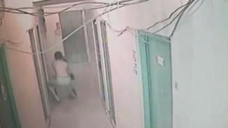 监控实拍深圳一女子被赤身男子强拖进屋
