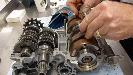 老外手动组装摩托车发动机, 声浪迷人, 这种发动机已经不常见了!