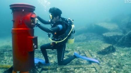 世界上最奇葩的邮筒, 设在海底, 投信还需要穿潜水服!