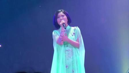 18岁的小邓丽君在香港演唱《海韵》嗓音神似, 一开嗓让人听得陶醉
