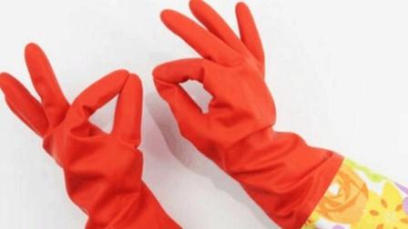 这种橡胶的手套不要只拿来洗碗, 还可以这样用这样的大妙用, 瞬间又省了一笔!