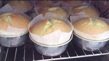 Pandan Chiffon Cupcakes (班兰戚风杯子蛋糕)