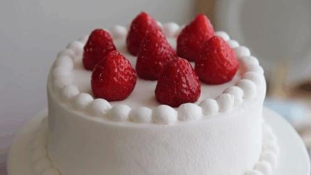 """一款纯纯的双层蛋糕, 抹奶油的过程, 有种""""治愈""""的力量"""