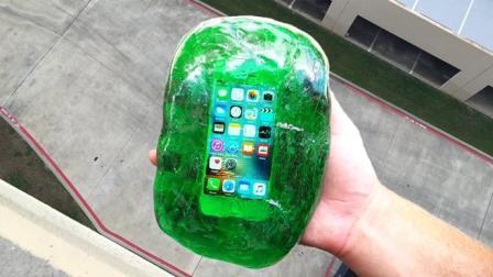 手机放进史莱姆保护套, 从二十层楼扔下会怎样? 结果不可思议!