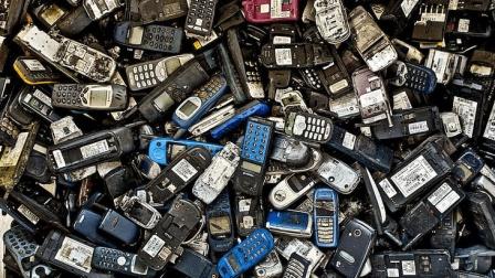 旧手机回收有多赚钱? 算笔账吓死人, 网友: 不说了, 我也收手机去