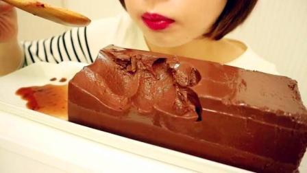小姐姐吃巧克力, 咀嚼声, 看着好想吃