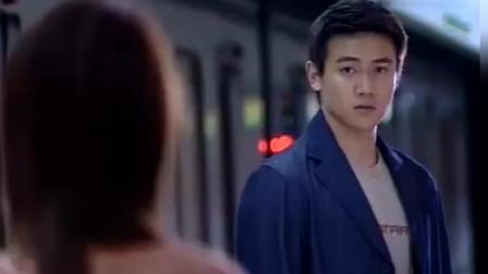 当林心如和陆毅在地铁里相遇, 配上《他一定很爱你》感动
