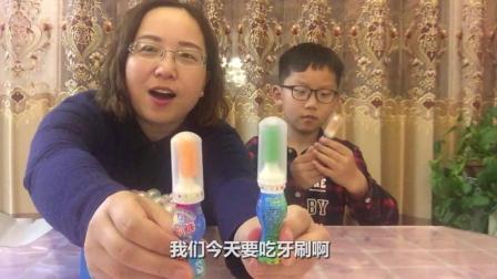 """试吃怀旧零食""""牙膏牙刷糖"""", 吃货该有多疯狂, 连牙刷都当糖吃了"""