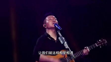 说到许巍, 我总会想起他的这首《旅行》, 轻松惬意, 阳光温暖!