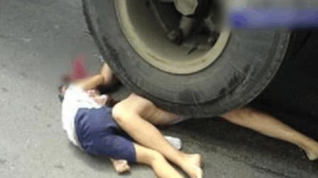 男子带家人挑衅大货车, 司机却没发觉, 一脚油门直接阴阳两隔!