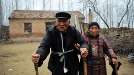"""农村杨老三一首""""老来难""""顺口溜, 满是心酸泪, 劝你别把父母嫌!"""