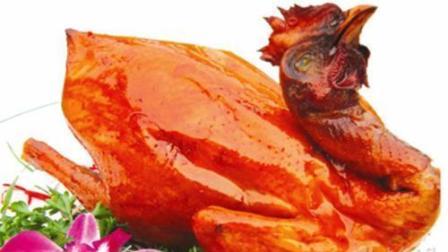 只需一口锅和几张竹叶, 将鸡扔锅里, 就能做出皮脆肉嫩的竹叶烧鸡