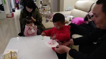 生日蛋糕吃的干干净净宝宝过生日搞笑视频