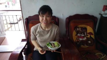 中国吃播视频 吃中饭20180427 炒生菜+素炒香菇+炒黄瓜 边吃边聊话抚州小吃熬米丸子