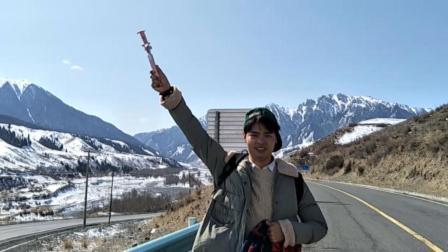 芒果看天下 2018 徒步新疆冰川保护区 偶遇天山雪景 激动的跳起来