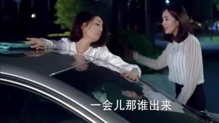 杨幂醉酒怒骂黄轩: 不要脸, 就得教训你! 还把人家豪车给砸了, 太猛了