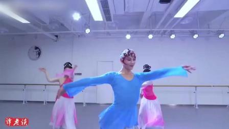 古典舞《流水桃花》, 只要是孙科老师的舞蹈, 后面的女生就被忽略