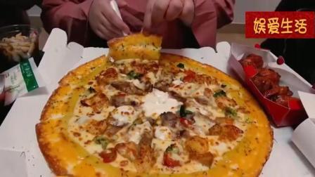 韩国吃播: 烤肉妹秀彬深夜放毒吃披萨搭配可乐, 大口的吃, 好过瘾
