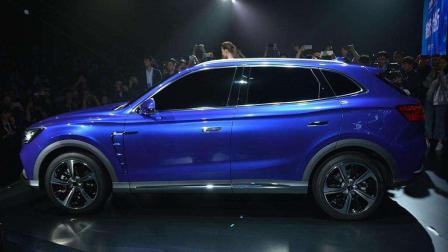 最新国产纯电动SUV4秒破百, 续航500公里, 还能无线充电!