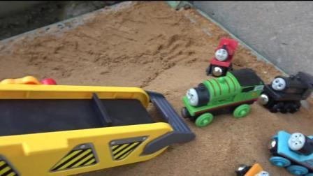 开发幼儿思维和想象力, 托马斯小火车和小伙伴们一起过彩色小桥!