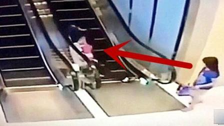 一对夫妇抱着孙女乘电梯, 突然遇到危险, 蓝衣女子的反应让我无语!