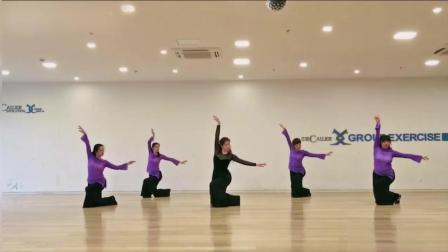 古典舞《那年花开月正圆》, 老师跳的太棒了, 右边学员裤子有点不合身