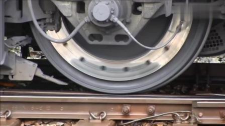 火车刚启动时轮子转得好缓慢