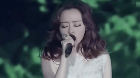 这首歌被张靓颖唱的淋离皆比, 寂寞而又惆怅, 让歌迷潸然泪下