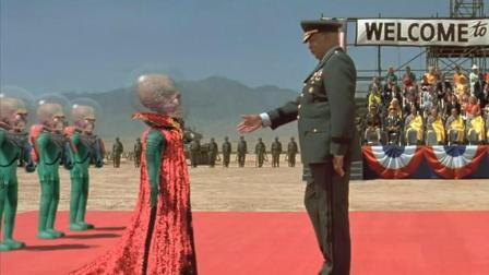 """火星人""""拜访""""地球, 拿核弹当烟抽, 最后却被90岁老太太打败"""