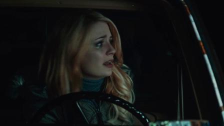 《返校日迷情》  美女深夜独行 拦车遭情敌被撞飞