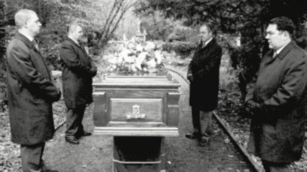英国军官一生遭遇多次雷劈, 死后连墓碑也不放过! 世界上那些颠覆你世界观的惊天巧合