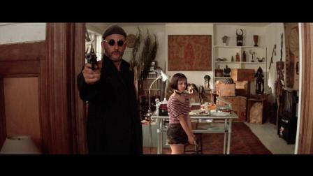 让雷诺带小萝莉去杀毒贩, 先让小萝莉试枪, 然后还有讲解, 噗
