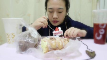 小雅吃播 巴黎贝甜 清新梅子切片蛋糕|核桃奶油绵绵|烤凉皮|猪蹄|coco两款饮品中国吃播