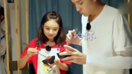 吴亦凡吃不完西瓜往赵丽颖碗里塞, 她眼睛一瞪又塞回去了!