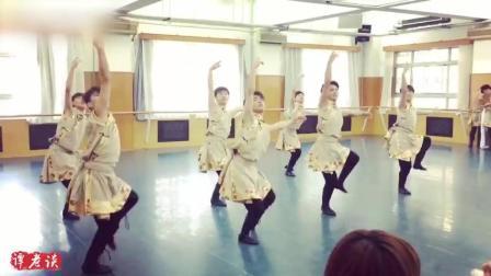 中央民族大学藏族舞蹈《弦子点地》, 这才是专业的舞蹈, 好帅