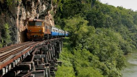 """世界上最危险的铁路, 6年工期15个月就竣工, 每修1公里牺牲600人, 被称为""""死亡铁路"""""""