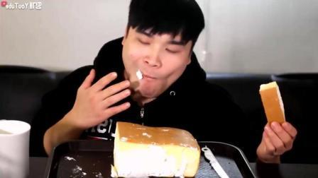韩国吃播大胃王小哥吃奶油蛋糕, 奶油也太多了吧